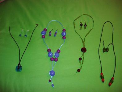 Pendientes y collares hechos a mano por Usúe Madinaveitia